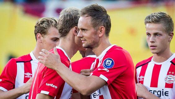 """Siem de Jong speelt mogelijk nog een duel bij Jong PSV alvorens hij zijn rentree in het eerste elftal maakt. ,,Het ging goed vanavond en natuurlijk was ik blij met de goal. Na rust voelde ik wel even de bovenbenen in de eerste minuten omdat we even hadden stilgezeten. Ik ben het nog niet helemaal gewend en kon nog geen negentig minuten spelen. Dit is wel een goede stap."""""""