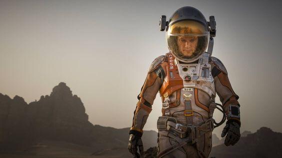 """""""Der Marsianer"""" ist eine Science-fiction-Roman, der zumindest versucht, realistisch zu bleiben. Spannend auf jeden Fall."""