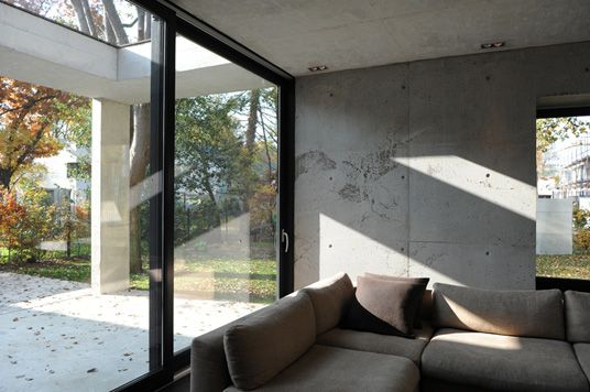 Betonwand hausbau neubau wohnzimmer modern bau bauforum - Betonwand wohnzimmer ...
