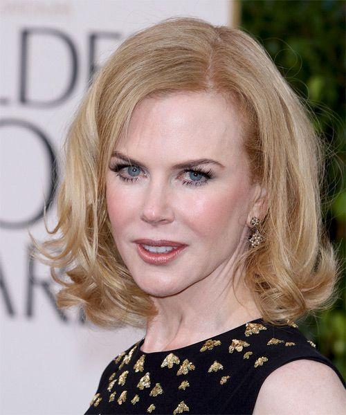 Nicole Kidman Medium Wavy Layered Strawberry Blonde Bob Haircut Blonde Bob Haircut Kidman Layered Blonde Bob Haircut Blonde Hair Color Strawberry Blonde