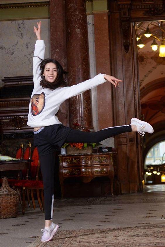 踊るディリロバ