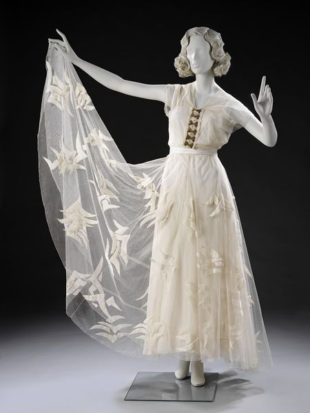 Evening dress Place of origin: France (made) Date: 1935 (made) Artist/Maker: Vionnet, born 1876 - died 1975 (designer) Materials and Techniques: Organza, tulle and silk velvet