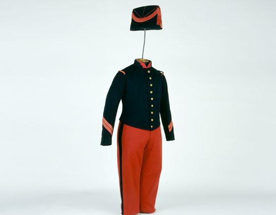 Habit de petite tenue de caporal des grenadiers de la garde ayant appartenu au Prince impérial