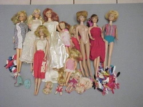 LARGE Lot of Vintage BARBIE and Friends  - 13 Dolls BUBBLE SIDEPART MIDGE Shoes https://t.co/EOR2eLXOVq https://t.co/MbK2cezvt6