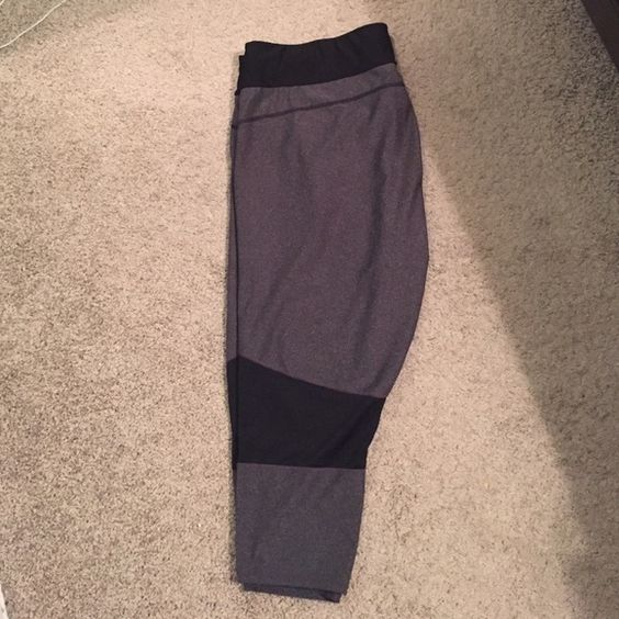 Xersion Active Wear Capris Used but in excellent condition! Size 1x. Xersion is JC Penny's active brand. Has drawstring to tighten if needed! Xersion Pants Track Pants & Joggers