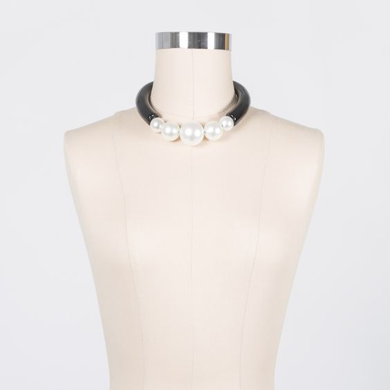 Statement Pearl Choker Necklace