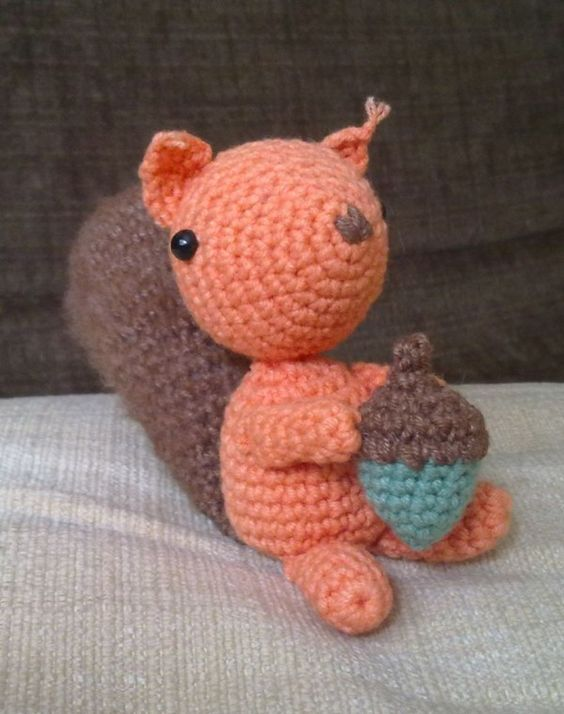 Free pattern, A squirrel and Free crochet on Pinterest