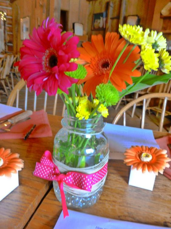 Easy cheap bright rustic centerpieces wedding
