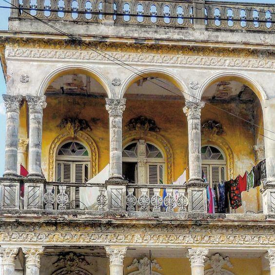 Paseando por Santos Suarez #havana #habana #santossuarez #cuba #oldbuilding #architecture #arch #art #streetphotography #total_cuba #loves_habana #loves_cuba #ig_habana #ig_cuba #ig_street #ig_streetphotography #ig_architecture #almostperfect_vintage