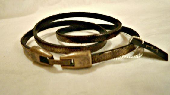Pulseira cor de ouro velho de 3 voltas em couro plano de 5mm. Old gold 5mm flat leather bracelet. € 15,00  //  USD 20,00