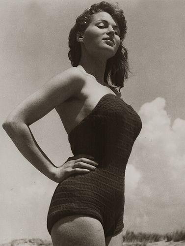 Silvana Mangano, 1950  (Roma, 21 aprile 1930 – Madrid, 16 dicembre 1989) è stata un'attrice cinematografica italiana, interprete anche di fotoromanzi.  #TuscanyAgriturismoGiratola: