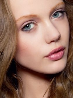 soft makeup, pastel eyes and soft pink lips