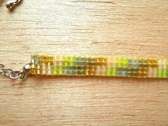 デリカビーズを使用して作りました□金具の色:シルバー(メッキ)□サイズ:全長およそ15㎝(+アジャスター5㎝)*繊細な作りになっております お取扱いにはご注意...|ハンドメイド、手作り、手仕事品の通販・販売・購入ならCreema。