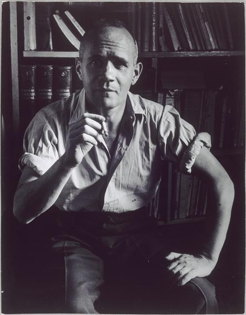 Jean Genet * assis, tenant une cigarette photo Brassaï février 1948