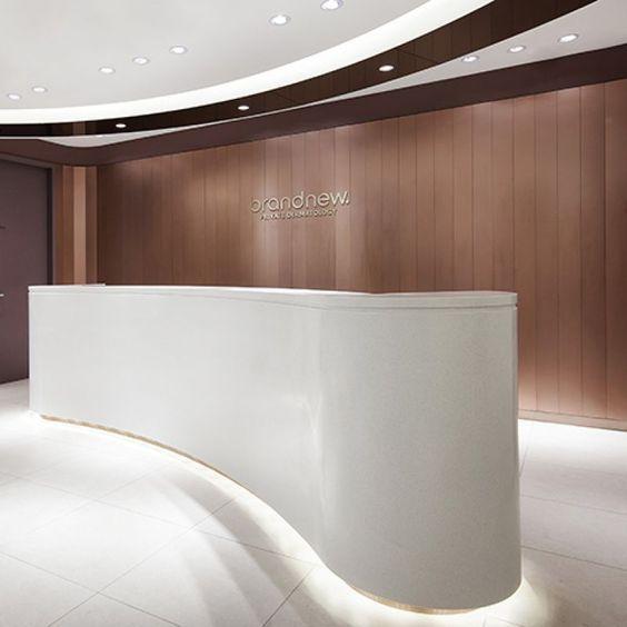 Moderncorporateofficedesigndesks Office Counter Design Corporate Office Design Interiors Office Interior Design