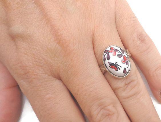 Bague papillon rouge, shabby fleurs rouge anneau, bague vintage, bague faience rouge, rouge petit anneau, anneau rouge exceptionnel, bague romantique.