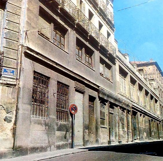 Antigua fábrica de la Mahou La Mahou, nació de una añeja fábrica de pinturas en la calle Amaniel que Casimiro Mahou Birhans fundó en el siglo XIX.