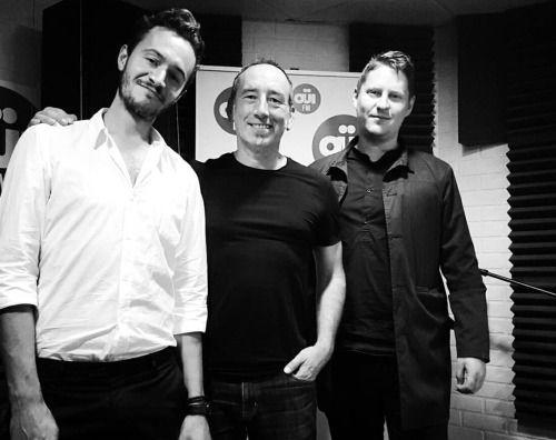 """Tom Smith & king Leetch en radio francesa 'Ouï FM' (03/09/2015) para una sesión exclusiva que se escuchará en línea este domingo en el programa """"Au Secours, C'est Du Live""""."""