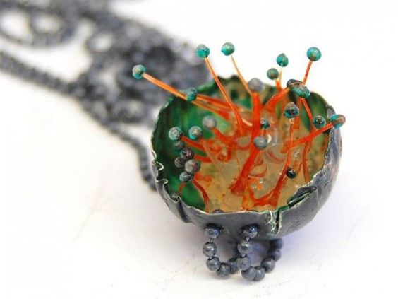 "Linda Ezerman -  Necklace ""Shrimps""- silver, blackened, pigments, silicone, glasbeads - -195,00€:"