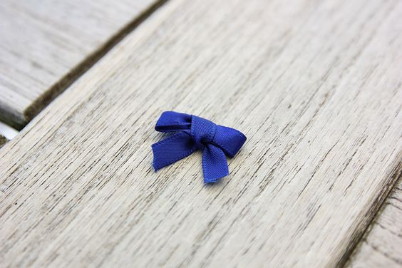 How to Make a Tiny Bow With a Fork by mydiyjewelry #DIY #Bow #Fork