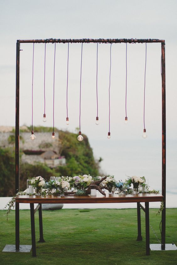 Chic And Elegant All-White Wedding In Bali | http://www.bridestory.com/blog/chic-and-elegant-all-white-wedding-in-bali