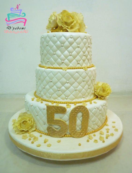 Torta de 50 Años , keke de chocochips + detalles en azúcar + Flores de Azúcar 100% Comestibles.