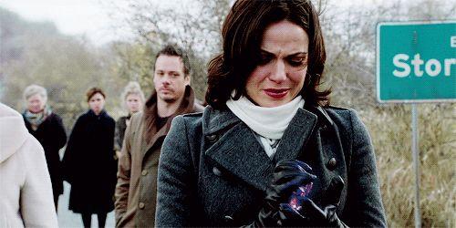 """""""A viagem de volta não é fácil. Confie em mim. Eu sei."""" / """"The journey back isn't easy. Trust me. I know"""". - Regina (Lily - 420)"""