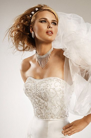Pearl Faced Fit and flare Strapless Wedding Dresses WG2315
