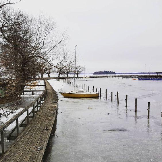 Left behind. #left #abandoned #boat #svartån #sailboat #leftbehind #ice #docks #jetty #river #harbour #hamn #å #brygga #segelbåt #båt #övergiven #lämnad #västerås #sweden #sverige by ladysolen