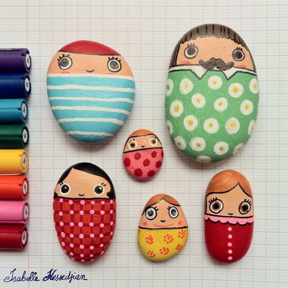 Painted Rocks.  Good Craft for kids or Group like Family Reunion.  Isabelle Kessedjian: Peinture sur Galets Avec les Molotow.