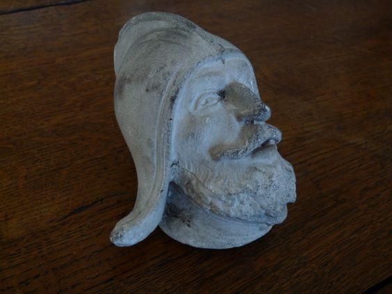 tête ancienne en plâtre type guerrier 18€