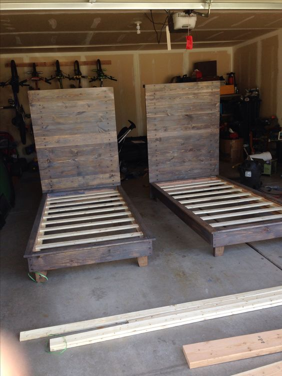 DIY twin beds using 2x4's, Do it yourself Platform bed, DIY Bed, Rustic DIY Bed, Wood Slat Bed **UPDATE- Link goes straight to my blog with the plans that were used to make this bed*****