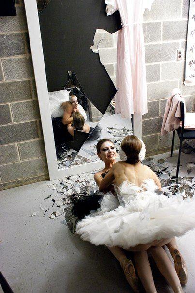 Black Swan movie Nina and Lily Natalie Portman and Mila Kunis