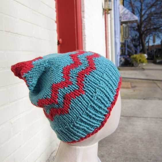 Free pattern for chevron baby hat--I'd make it in gray and white to match the diaper cover.