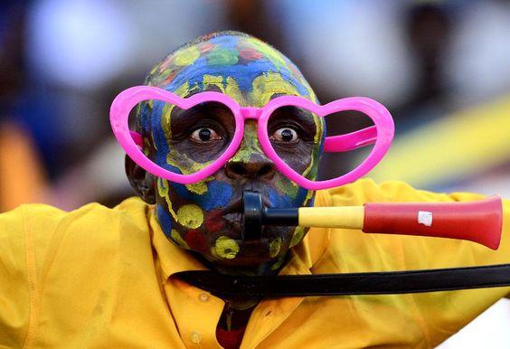Un supporter congolais encourage son équipe opposée au Ghana, lors de la Coupe d'Afrique des nations à Port Elizabeth (Afrique du Sud), le 20 janvier 2013. STEPHANE DE SAKUTIN