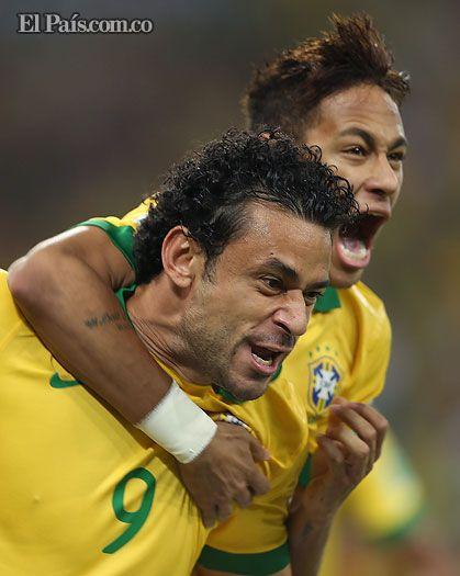 En un Maracaná al tope, Brasil goleó a España y es Campeón de la Copa Confederaciones El título del equipo Auriverde se consolidó a través del doblete de Fred y un golazo magistral de Neymar. La Roja española se destiñó en el Maracaná.