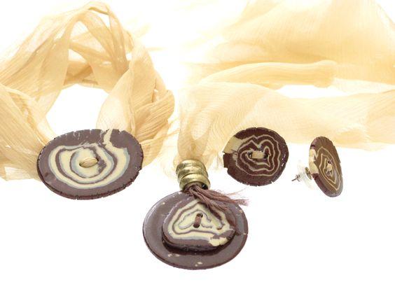 Pulseira, brinco e colar com cerâmica uruguaia.