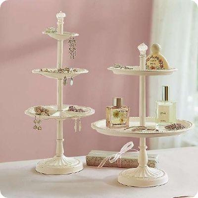 Stand para cupcakes vira um organizador de bijus e acessórios super fofo!