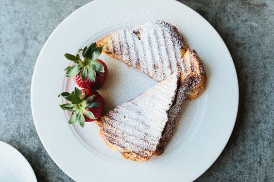 grilled cheese with mascarpone, apricots and chocolate