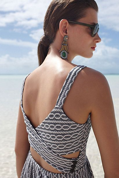 Love the back of this summer dress