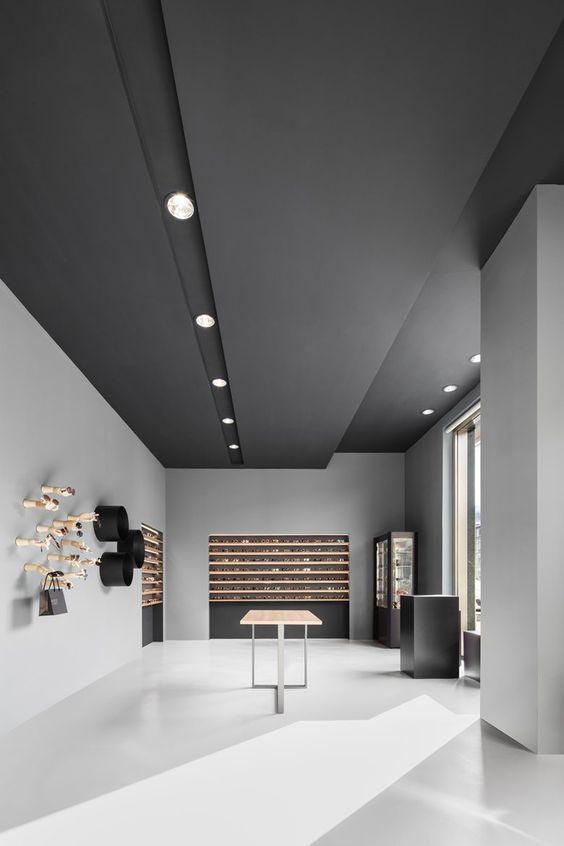 20 Modern Black Interiors Interiorforlife Com Office Ceiling Design Office Interior Design Modern Office Design