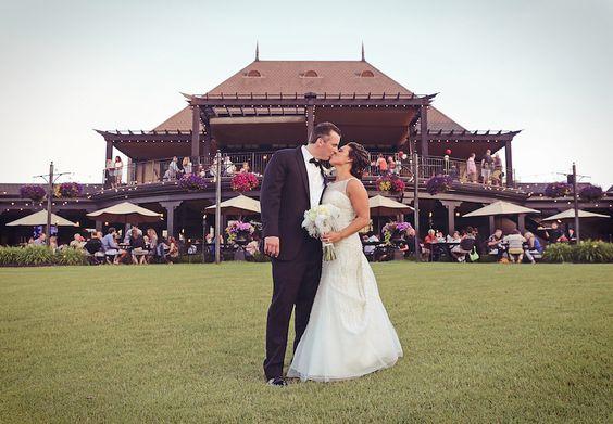 Bride & Groom Kiss at Pinnacle Golf Club Grove City, Ohio by Julian Allen Photography | #JulianAllenPhotography #PinnacleGolfClub #ColumbusWeddings