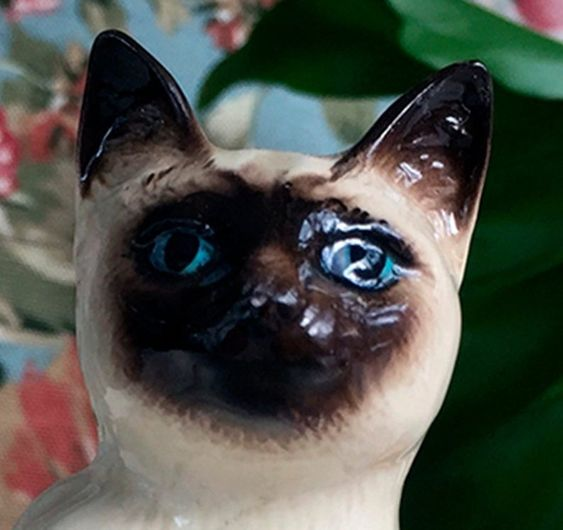 Royal Doulton Siamese Cat Figurine Collectible Porcelain Cat Etsy With Images Collectible Porcelain Royal Doulton Antique Pottery