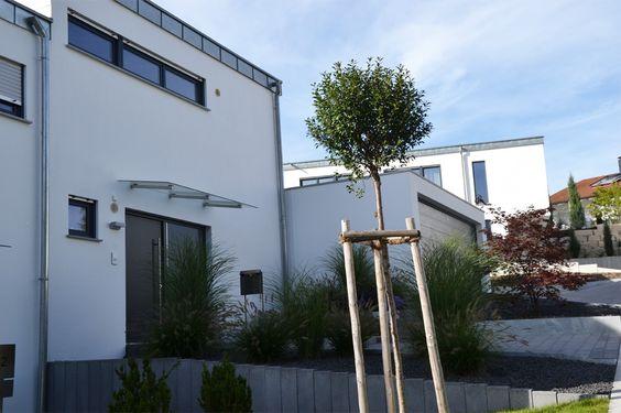 Heim Galabau Moderne Gartengestaltung am Hang Eingang - garageneinfahrt am hang