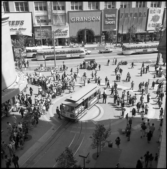 Powell and Market Street Turntable After Passenger Boarding Changes | August 5, 1974