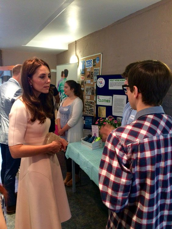 "Kensington Palace on Twitter: ""TRH are now visiting Youth Centre Zebs, where young people can hang out together, try new activities & get support."