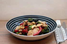 Schöner Tag noch! Food-Blog mit leckeren Rezepten für jeden Tag: Hähnchen-Gemüse-Pfanne mit grünem Spargel, Paprika und Cashew-Nüssen