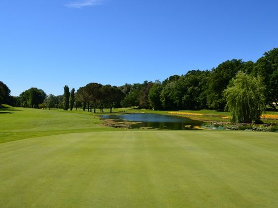 Test your golf skills in the same place where the 2002 Italian Open took place! #rome #italyXP #travel #golf #WeLoveItalyXP #sport #GolfClub #italian