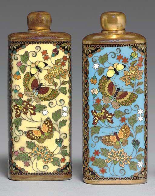 ��� �������������� ����� Scent ������� ������ (19 ���), ����������� ����� �������� [���������� �������� ������, 1845-1927] ������ ������� ������������� � ����� �������� �� ������� � ���������� ���� � ����� �� ����� ��� ������ ���� ������� � ������������ ��������, �� ����������� ������� � Floret ������� �� ������ ����;  ��������� �� ������ 3¼in.  (8.3cm.) ������ ������ (2):