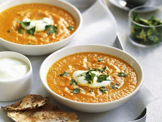 Möhren-Süßkartoffel-Suppe - smarter - Kalorien: 153 Kcal - Zeit: 40 Min. | eatsmarter.de